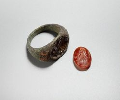 Finger ring w/ inscribed gemstone