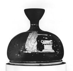 Squat Lekythos showing a woman sacrficing