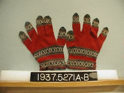 Pair of knitted gloves