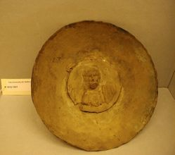 Plate with medallion