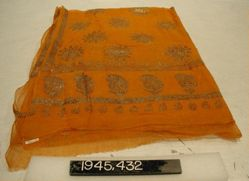 Sari of plain cloth with pattern in wax
