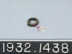 Dark Glass Finger Ring