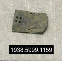 Single armor fragment (E1); iron buckle from Halebiyeh