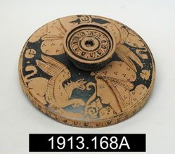 Lid of a lekanis, red-figured