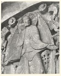 La Vierge et l'Enfant (détail de l'Adoration des Mages) Chapiteau de Gislebertus, à la Cathédrale d'Autun (vers 1130)