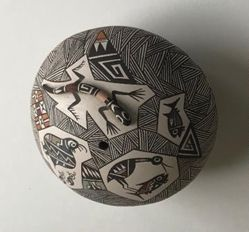 Seed Pot with a Lizard, Birds, and Fish