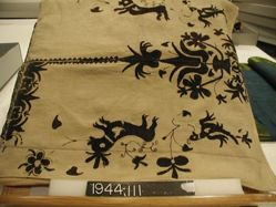 Length of linen embroidered in wool