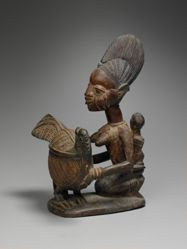 Kneeling Maternity Figure with Bowl in the Shape of a Chicken (Olumeye)