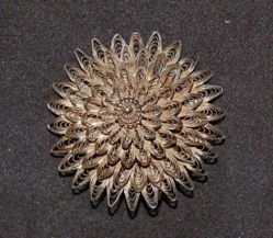 Brooch in the shape of a fleurette, filigree