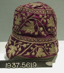 Silk hat embroidered in silver