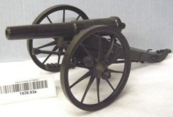 Model of field gun with caisson