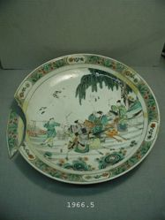 Platter, depicting a race