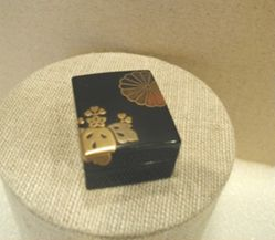 Miniature Lacquer Box with Mon Design