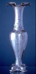 Vase, Martele line