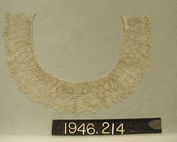"Collar of fine needle-point ""point de gaze"""