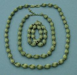 3-piece set: Necklace, double-strand bracelet, and choker