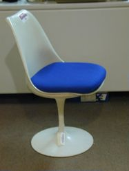 Pedestal chair