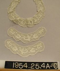Set of collar and cuffs