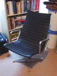 682 Lounge Chair with Arms