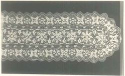 Scarf of bobbin lace
